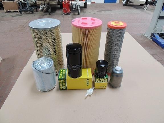Alle Filter für den Motor und Kompressor vorhanden